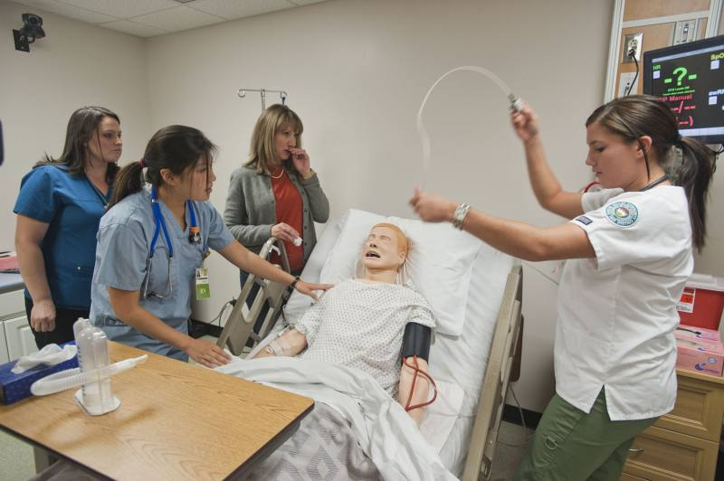 Medical Assistants training with a dummy